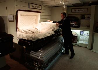 Senate Committee Approves Bill Allowing Funeral Directors to Manage